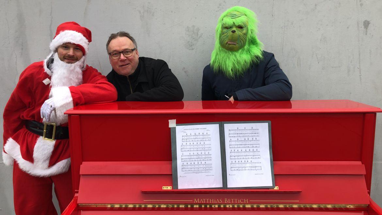 Dreister Weihnachtsüberfall – Der Grinch klaut sogar das Klavier :)